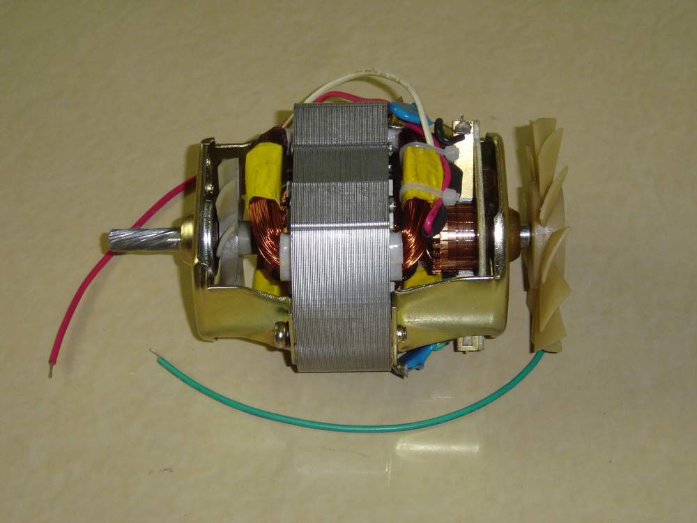 交流电机与直流电机相比
